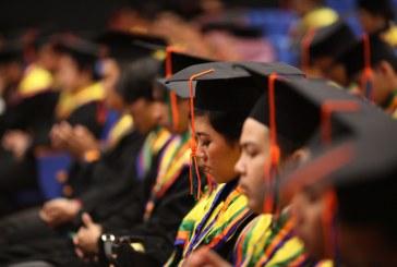 Angkat Sumpah dan Pemberian Ucapan Selamat kepada Wisudawan Lulusan Semester Gasal 2017/2018