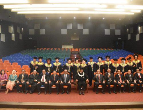 Pemberian Ucapan Selamat kepada Wisudawan Lulusan Semester Pendek Tahun Akademik 2017/2018 dan Semester Gasal Tahun Akademik 2018/2019